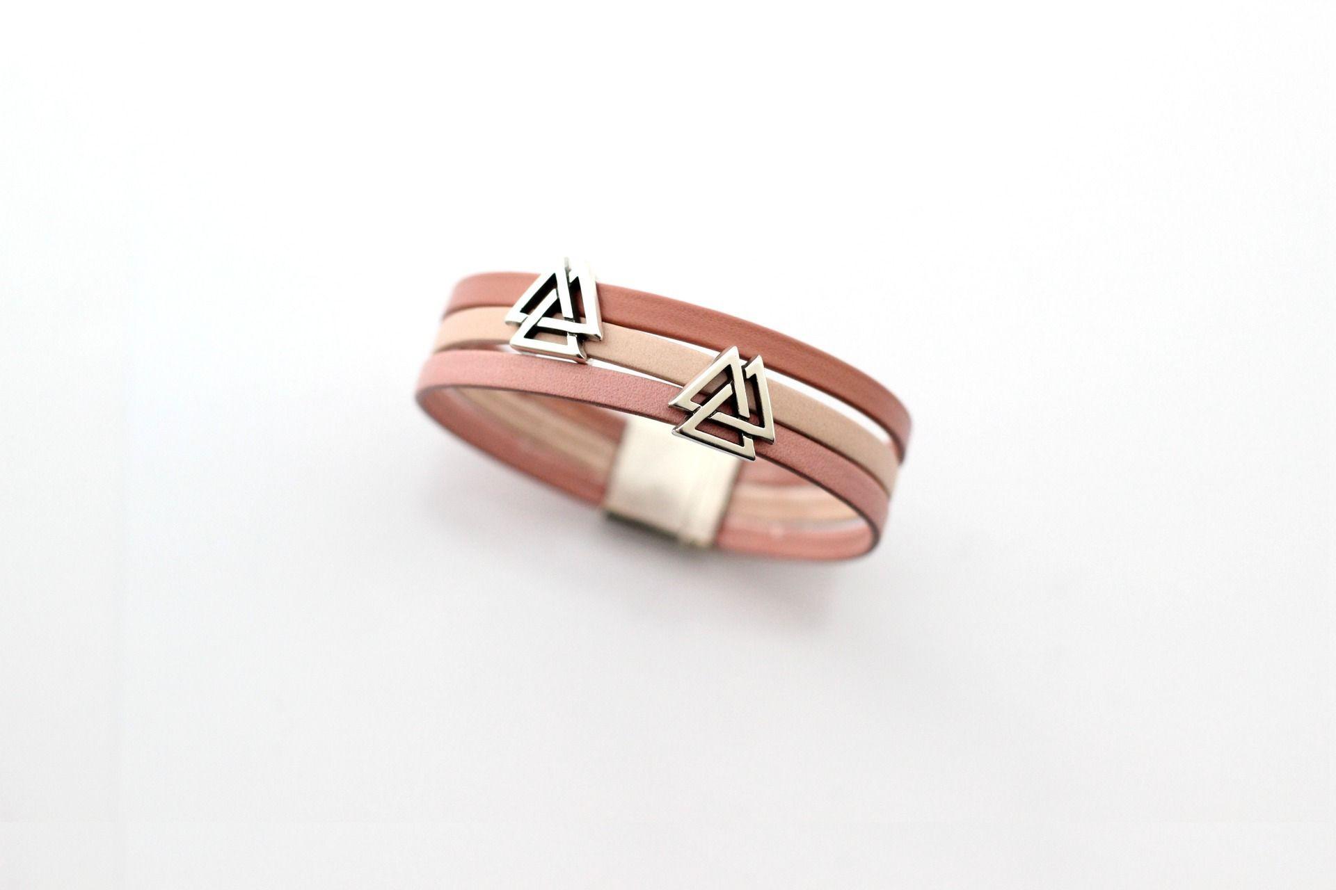 Bracelet Cuirs 3 couleurs Rose passants dessin geométrique (Taille personnalisable à la commande) : Bracelet par creea2-atelier