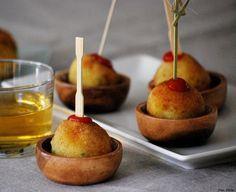 CHEZ SILVIA: Bombas de patata y carne  https://www.pinterest.com/albentosaaem76/aperitivos-tapas-montaditos-y-pinchos/