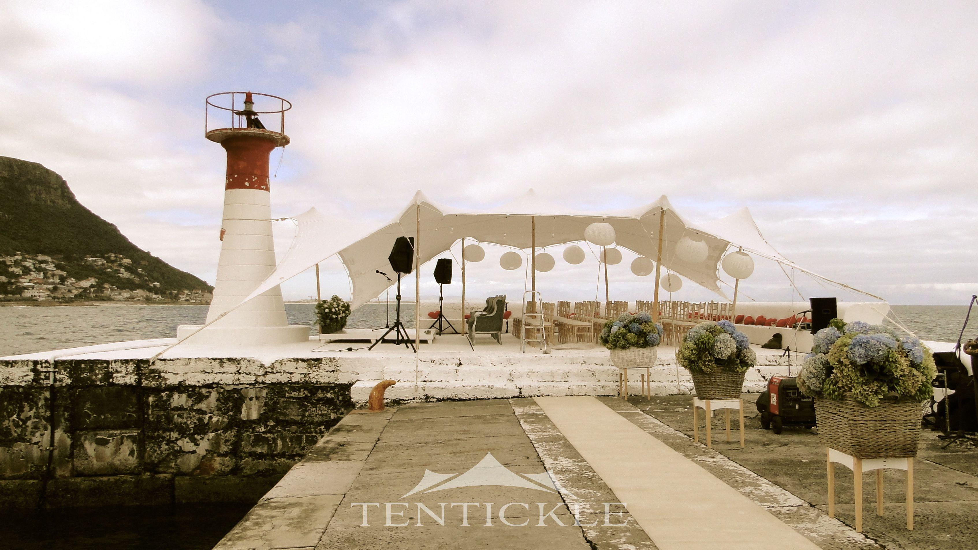 Hochzeit unter einem Tentickle Stretch Zelt