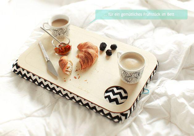 Tablett Mit Kissen Fruhstuck Im Bett Have Breakfast In Bed With