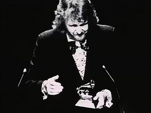 Nilsson humbly accepts the 1972 Grammy for Best Pop Vocal