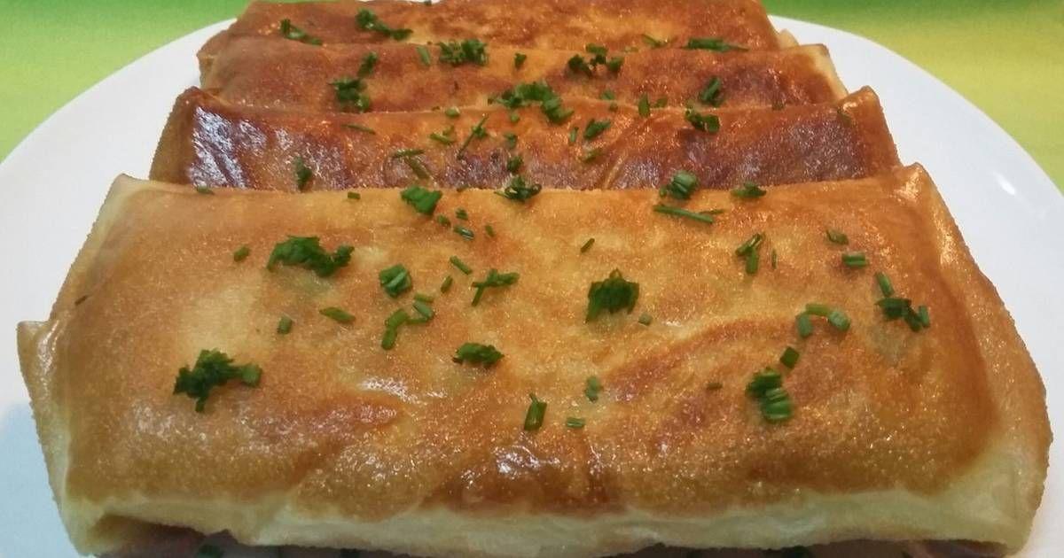 Fabulosa receta para Rollitos de masa filo con gambas y alioli. Ricos rollitos de masa filo rellenos con lechuga, gambas y salsa alioli. Un entrante original y que a todos gusta.