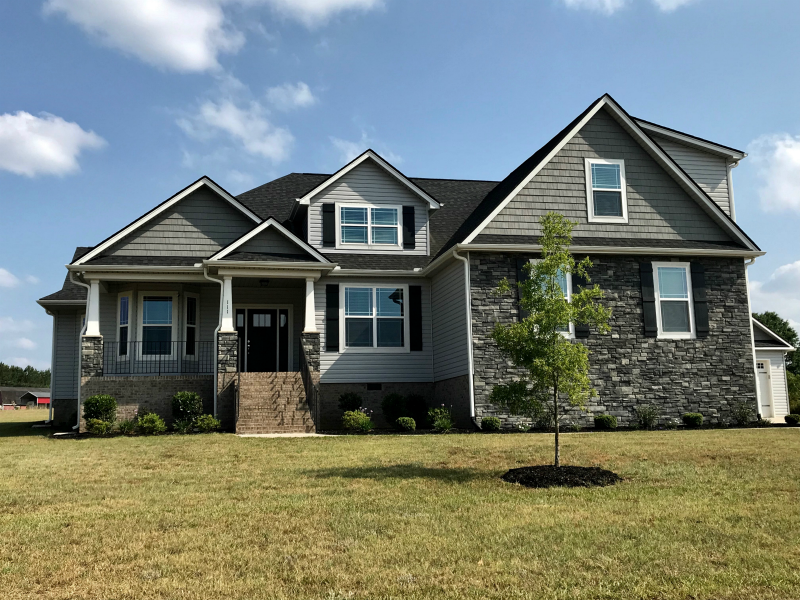 What A Stunning Color Combination Slate Gray Siding With Charcoal Perfection Shingles What S Your Favorite Com Vinyl Siding Colors Vinyl Siding Siding Colors