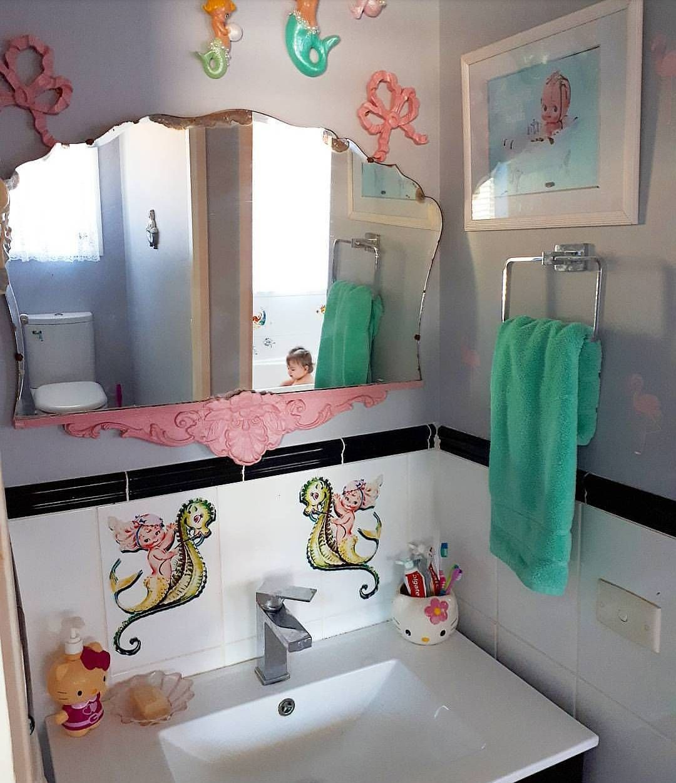 Pin By Samantha Ho On Downstairs Bathroom Retro Bathrooms Horse Wall Stickers Vintage Bathroom