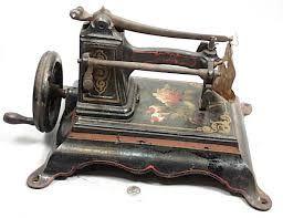 Resultado de imagen de ancient sewing accessories