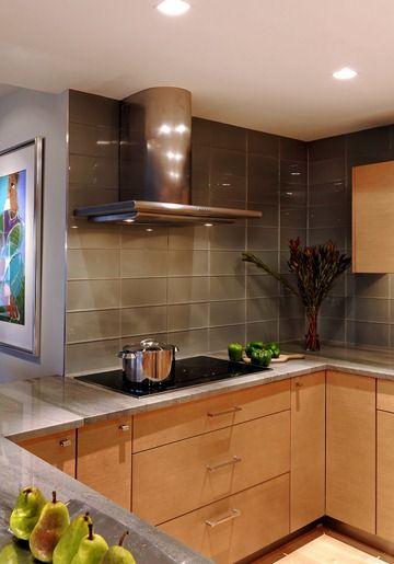 Smith Kitchen Backsplash implemented in light reflecting glass