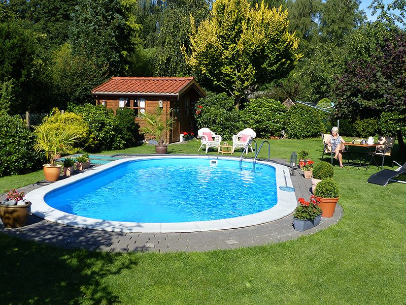 ohne einen swimmingpool ist ein garten nur halb so sch n pool schwimmbecken gartenpool. Black Bedroom Furniture Sets. Home Design Ideas