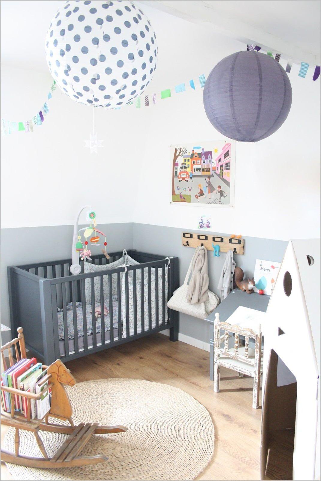 Chambre Bebe Deco Fille Cadre Etagere In 2020 Boy Nursery