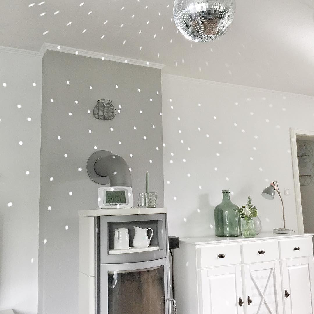 Discokugel im Wohnzimmer