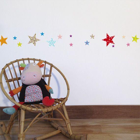 Décoration chambre bébé et enfant sticker mural Frise Étoiles
