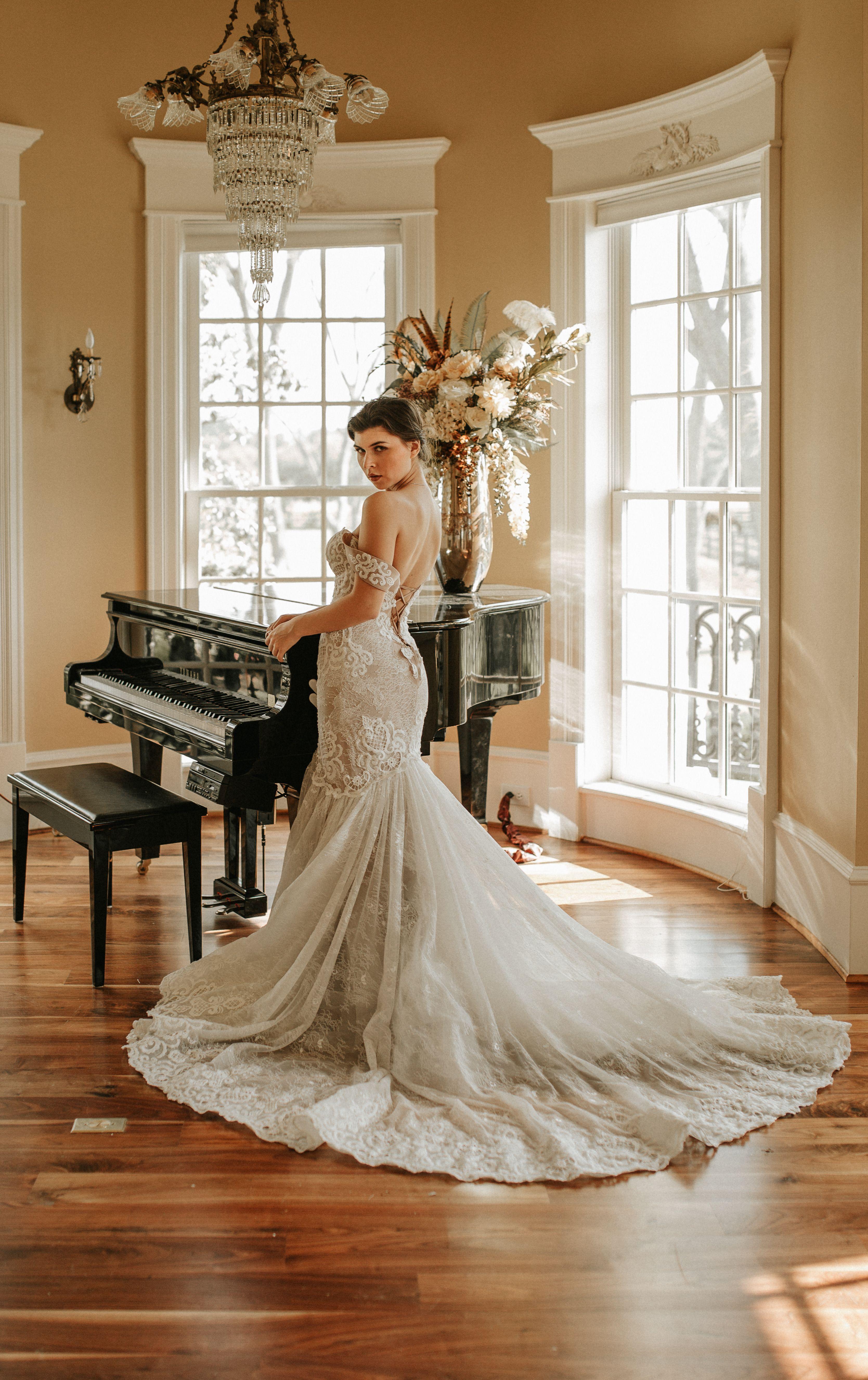 Miss South Texas In Rara Avis Dress At Milenasbridal Com Wedding Dresses Houston Simple Wedding Favors Wedding