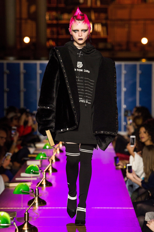 another chance 85d3b ee87f Fenty x Puma Fall 2017 Ready-to-Wear Fashion Show | Fashion ...