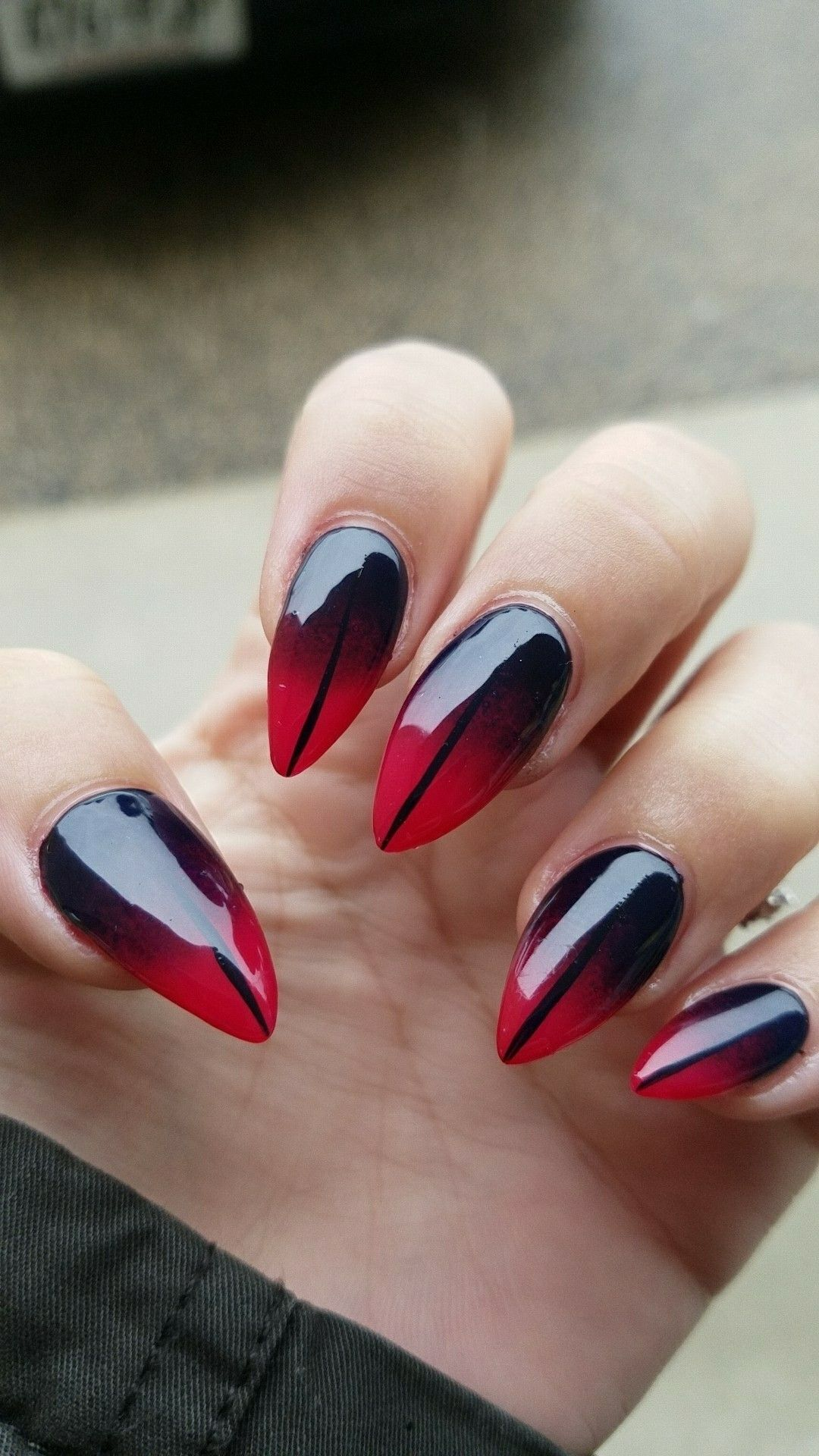 Ombre red and black nail design