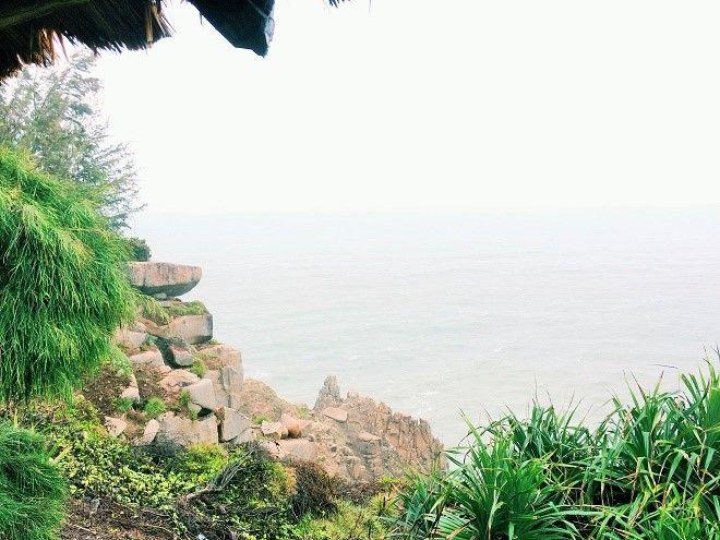 Nếu may mắn, bạn có thể đón ánh bình minh đầu tiên trên đất liền Việt Nam tại mũi Đại Lãnh.