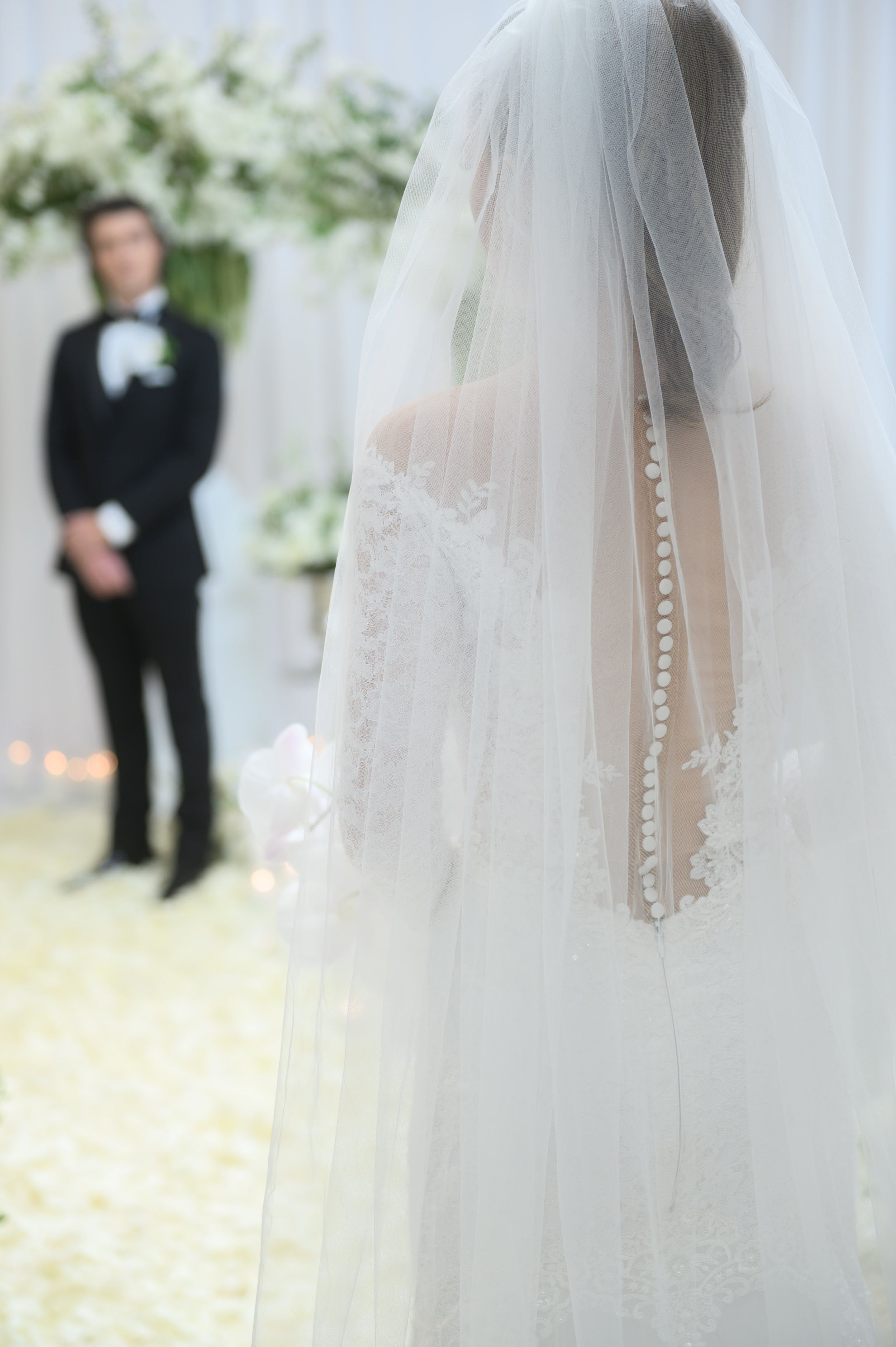 Www Andreaeppolitoevents Com 50 Shades Of Grey Wedding Styled Shoot Veil And Wedding Dress With Buttons Down Wedding Las Vegas Wedding Planner Vegas Wedding [ 3757 x 2500 Pixel ]