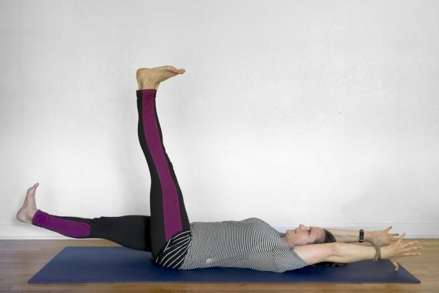 Yoga Crunch Alternatives: Yoga Twisting Crunch 3