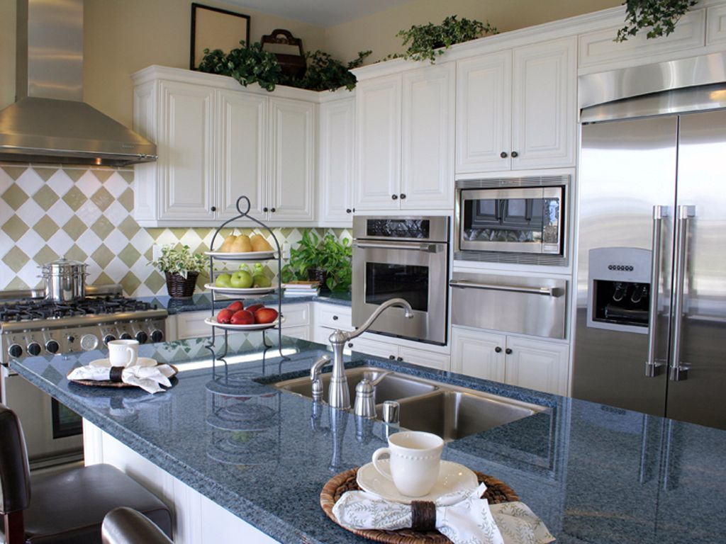 Blue granite countertops white cabinets blue pearl for White cabinets granite countertops