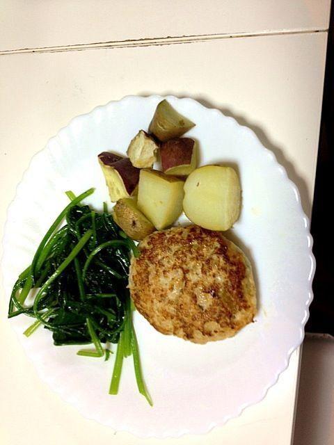 この上にキノコのホワイトソースをかけました♡ - 2件のもぐもぐ - ヘルシーふわふわ豆腐ハンバーグ♡ by miho