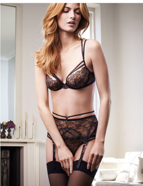 Alternating Panels Of Exquisite French Lace And Evocative -5186