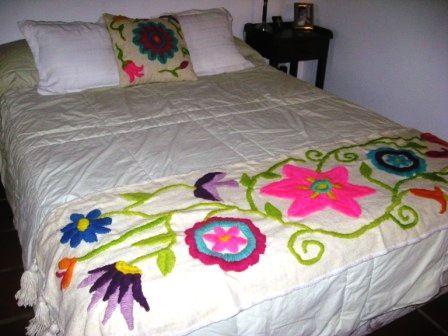 Resultado de imagen para bordado mexicano sobre tejido de for Cubrepies de cama