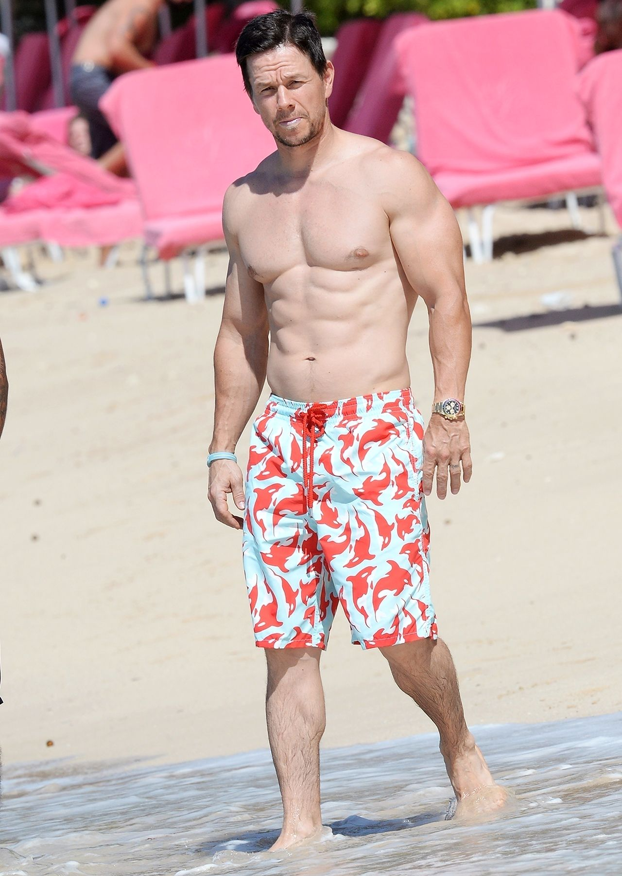 Mark Wahlberg Shows Off His Abs at the Beach   Mark wahlberg and Boy boy