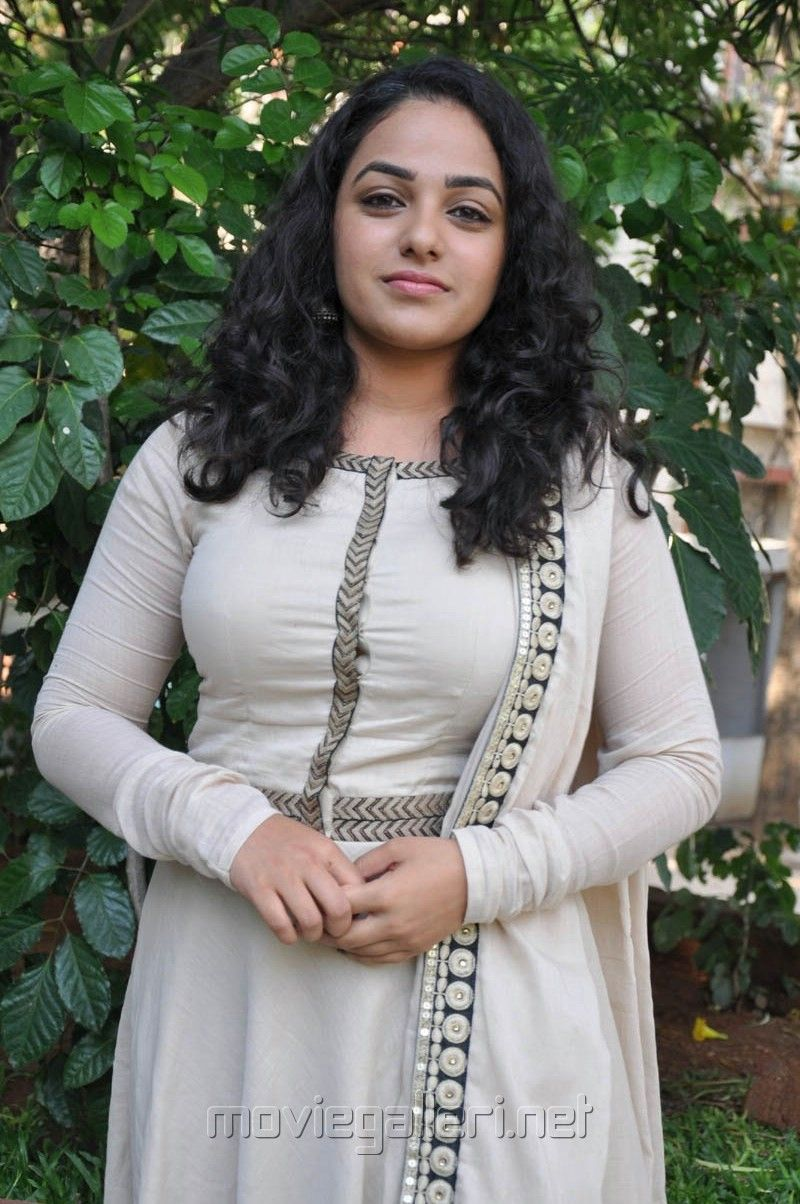 actress nitya menon in white salwar kameez photos   nithya menen