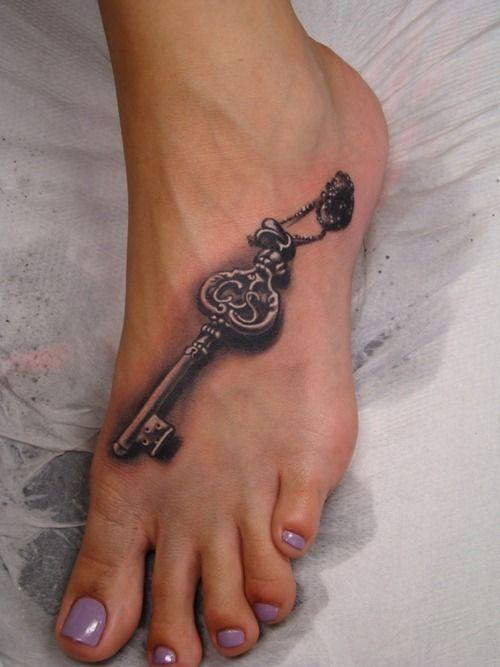 Antique key Tat  BEAUTIFUL!