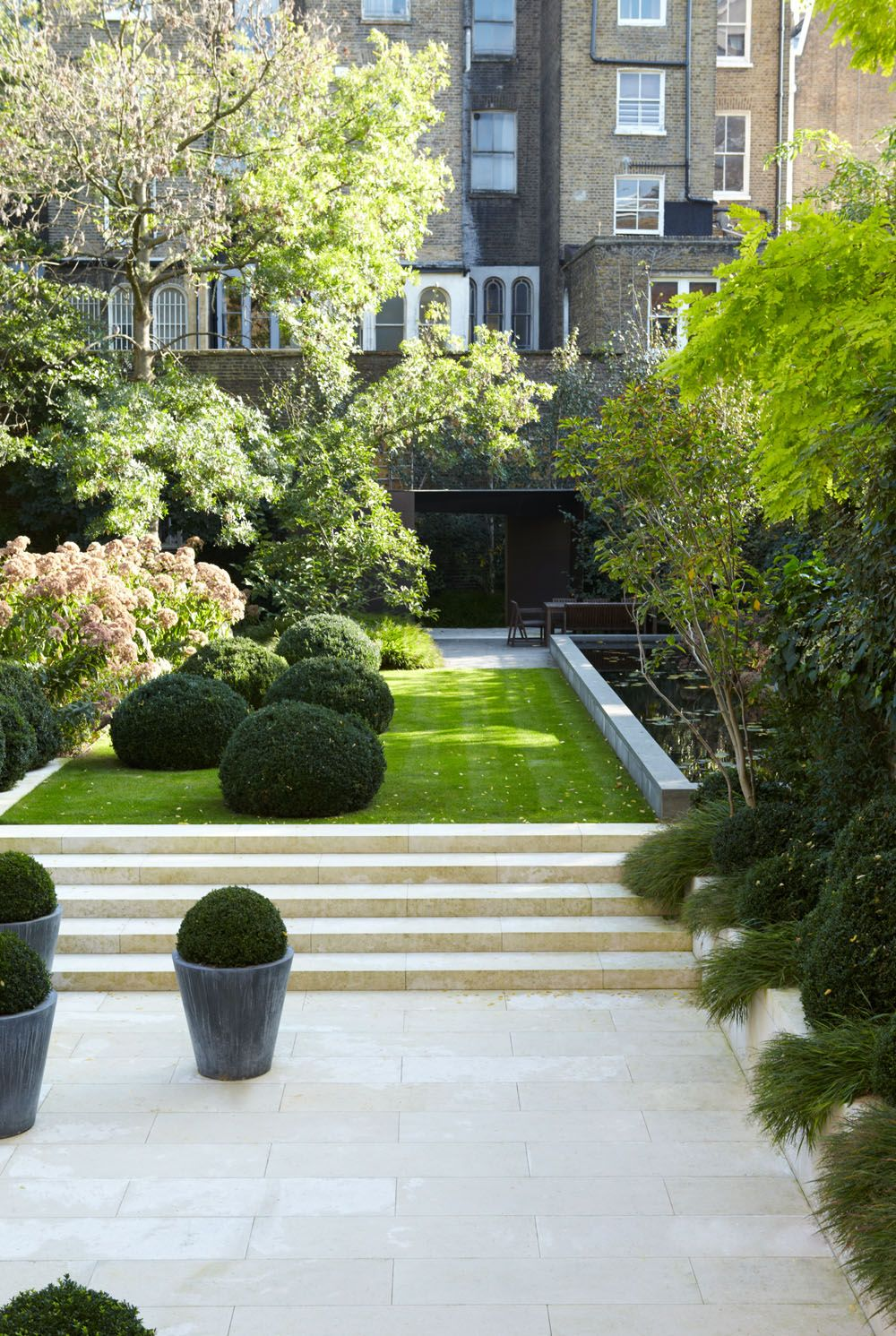 Elegance And Masculinity Embedded In Admirable Townhouse Design Townhouse Garden Beautiful Gardens Garden Design