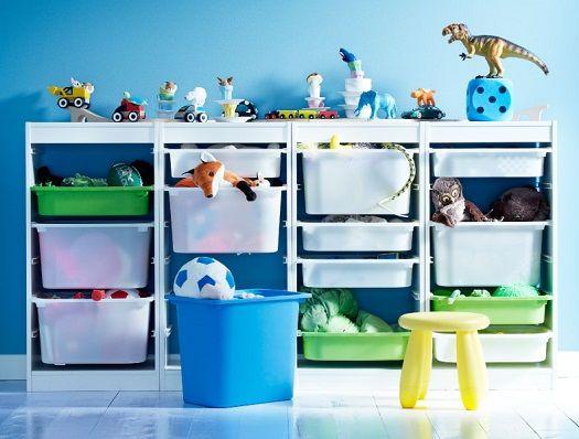 Cuarto de juegos decorado con muebles de Ikea i juguetes de Papo que ...