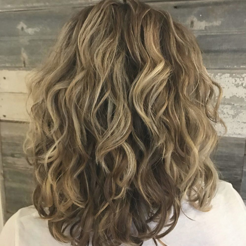 Best Shoulder Length Curly Hair Ideas 2019 Hairstyles In 2020 Haircuts For Wavy Hair Shoulder Length Curly Hair Medium Hair Styles