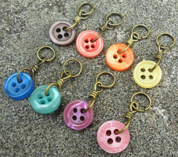GroB Anhänger Für Schlüssel Aus Knöpfen In Verschiedenen Farben