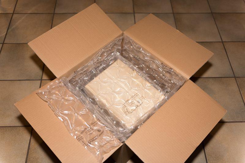 Eine Lage Luftkammermatten auf dem 2. Karton