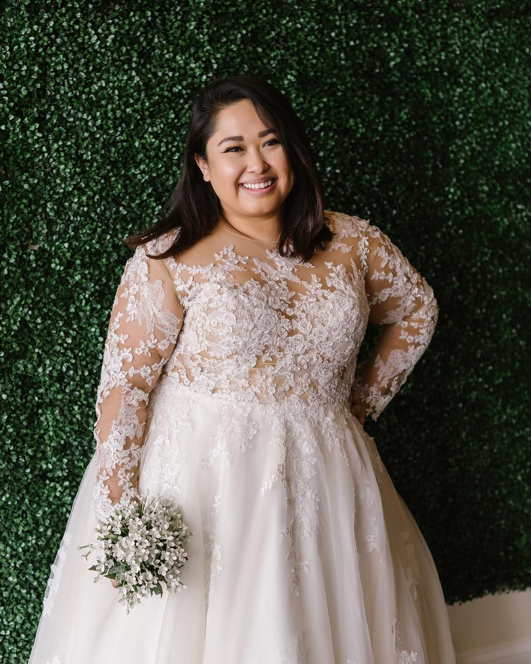Plus Size Brides Can Have Custom Wedding Gowns And Replicas For Less Plus Size Bridal Dresses Plus Size Wedding Gowns Plus Size Brides [ 1350 x 1080 Pixel ]