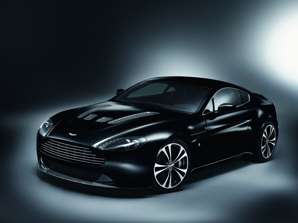 Aston Martin DBS in Carbon Black.
