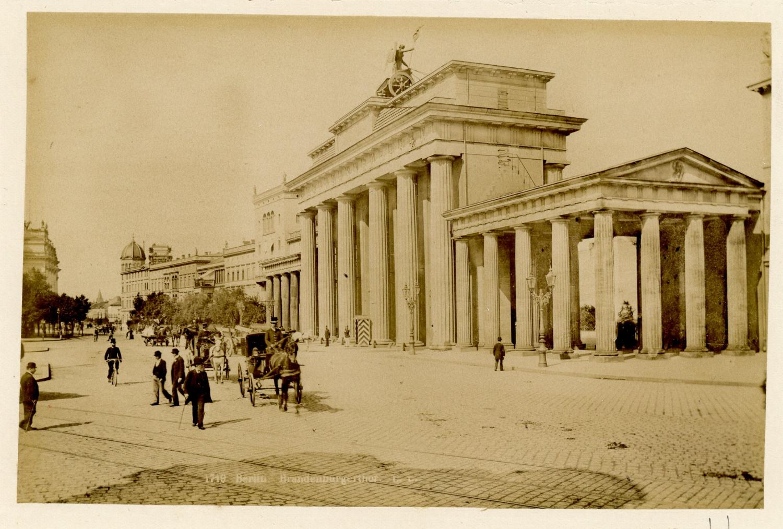 Um 1885 Berlin Brandenburger Tor Brandenburger Tor Historische Fotos Leben In Berlin