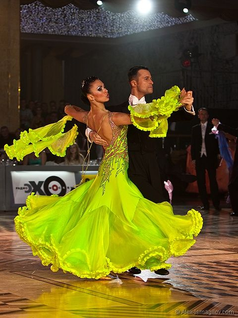 Evgeni Kazmirchuk & Yulia Spesivtseva - Kremlin 2009 - 5th place WDC European Professional Ballroom - [great skirt design, more green in other pictures] Another photo: http://ballroominlove.tumblr.com/post/41511160240