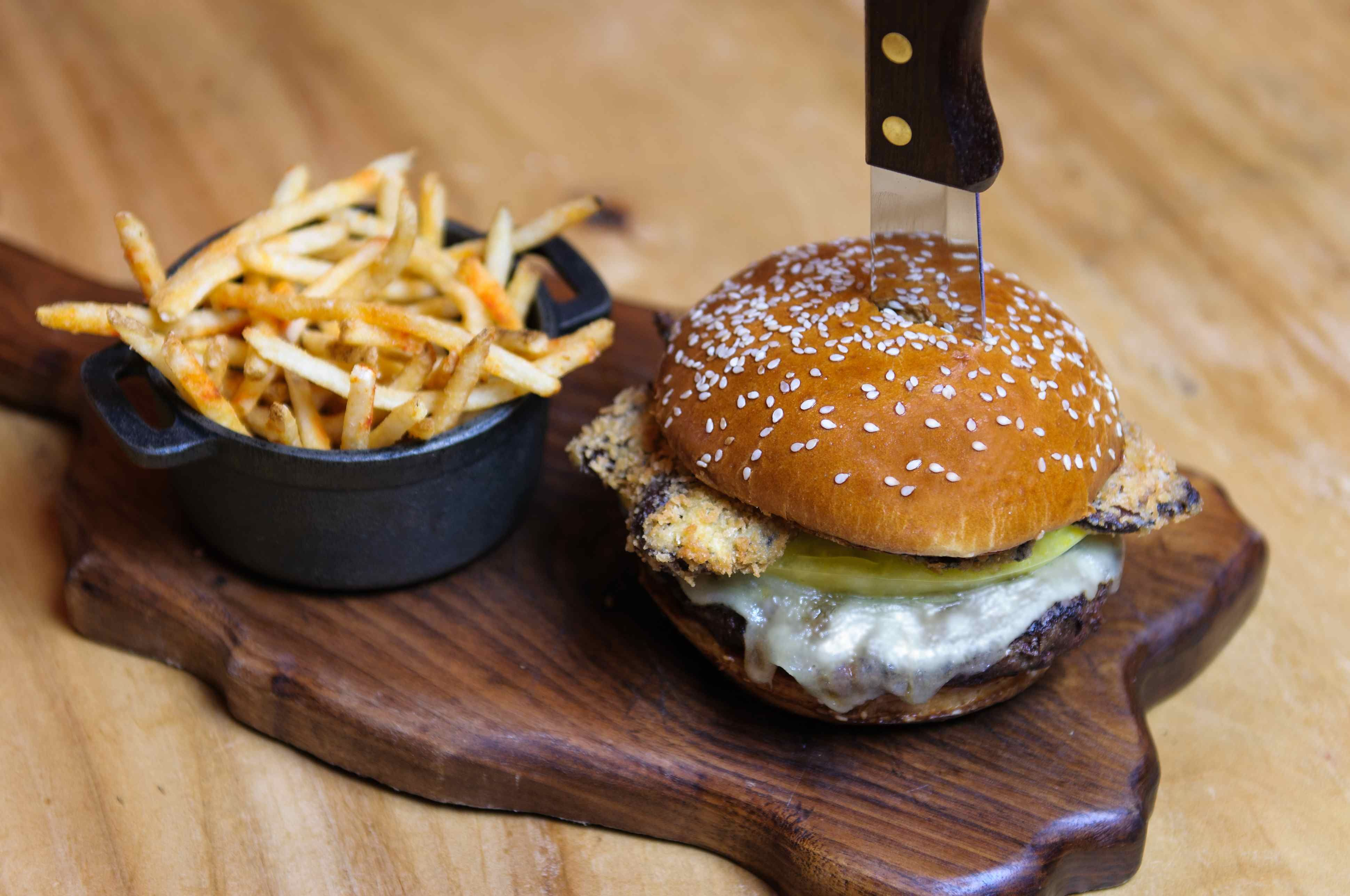 50 States in One Meal: Proof Canteen, in the Scottsdale Four Seasons Resort, lets you sample the whole country at once. Drinks are sourced from all 50 states and the menu features regional specialties such as fried green tomatoes and Maine lobster rolls.