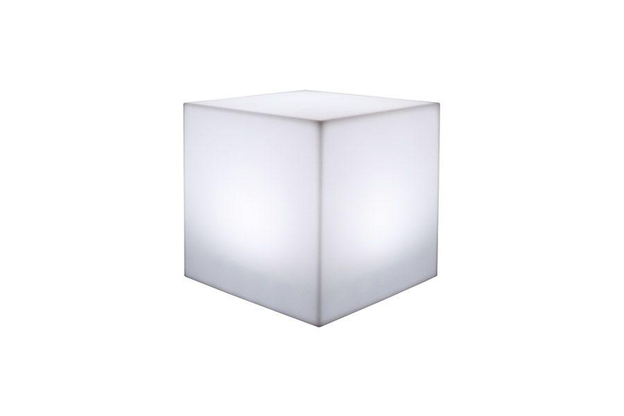 Cubo silla para exterior iluminado. Úsalo como silla, elemento decorativo o como mesa. Modelo Kube de Khilia Más en www.dstudio.es