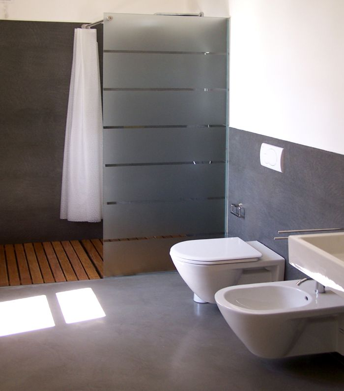 Resina bagno immagine di una stanza da bagno padronale di medie dimensioni con ante lisce ante - Bagno in cemento resinato ...