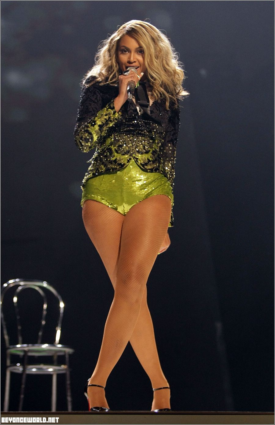 Thread: OT: FUSS about beyonce PHOTOSHOPPING her legs!!! Pic ...