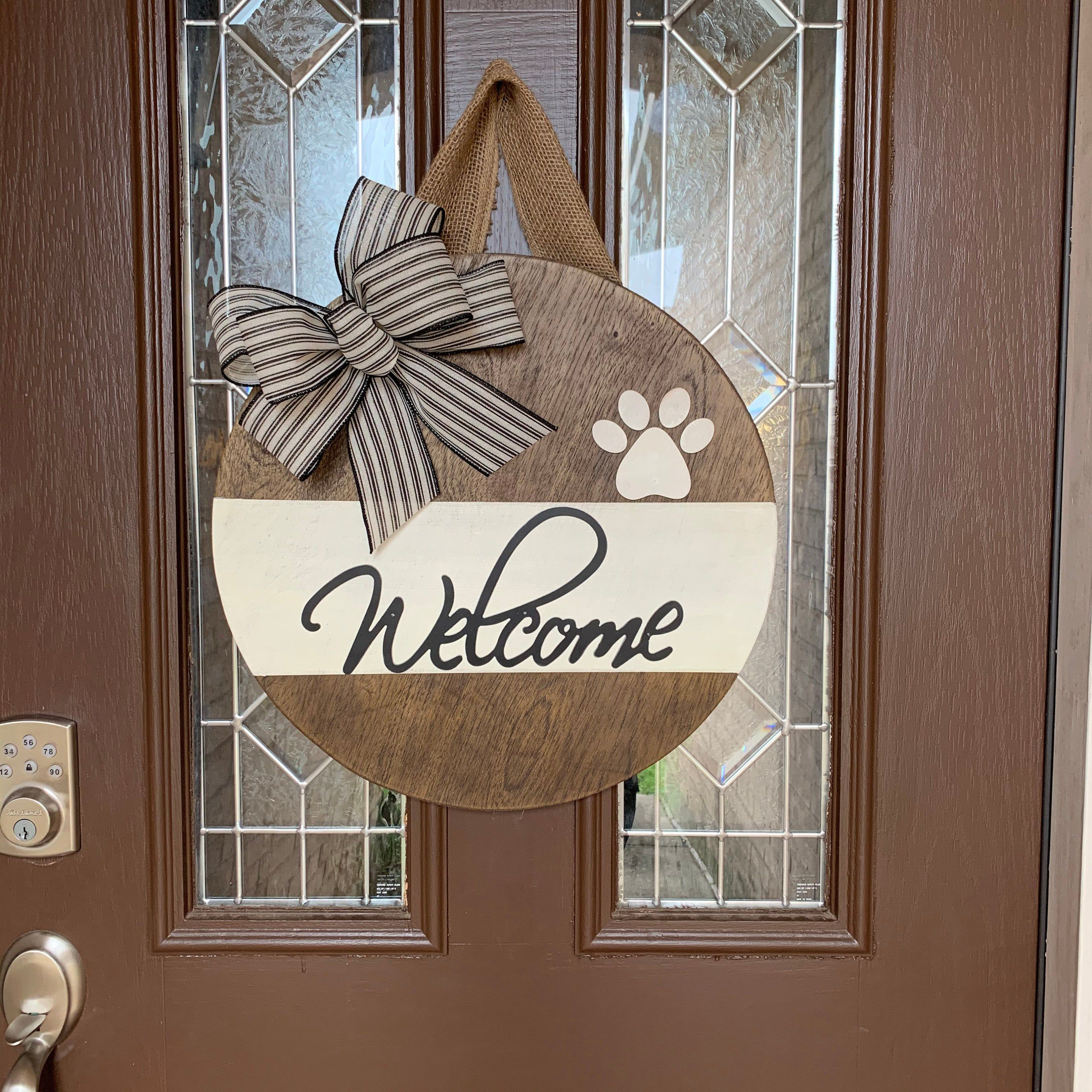 Welcome Round Wood Sign Dog Paw Print Farmhouse Style Door Etsy In 2020 Round Wood Sign Door Signs Diy Wooden Door Signs