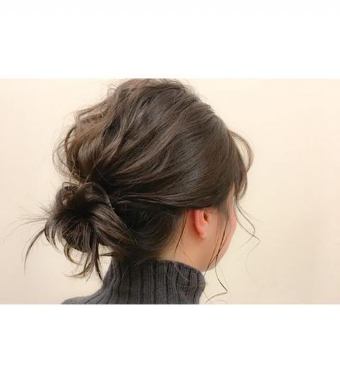 10 idées de chignon bas à adopter | Chignons bas cheveux courts, Coiffure cheveux mi long et ...