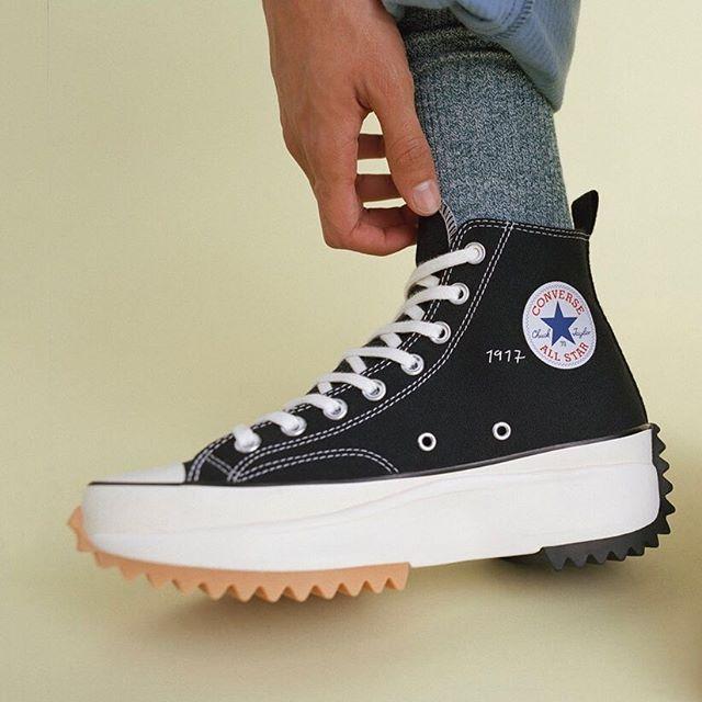 Épinglé par Puck sur Clothing   Chaussure, Chaussure basket, Mode