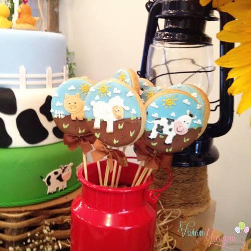 Biscoito no palito personalizados, fazendo parte da nossa decoração!! Visitem nossa pagina www.vivianmurzoniproducoes.com
