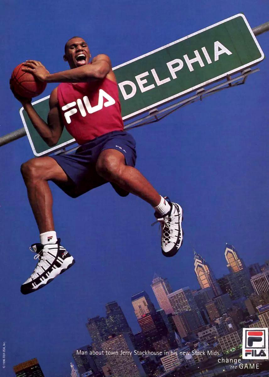 0ddfabb52 El jugador de la NBA Jerry Stackhouse en un anuncio de zapatillas de  baloncesto The Stack