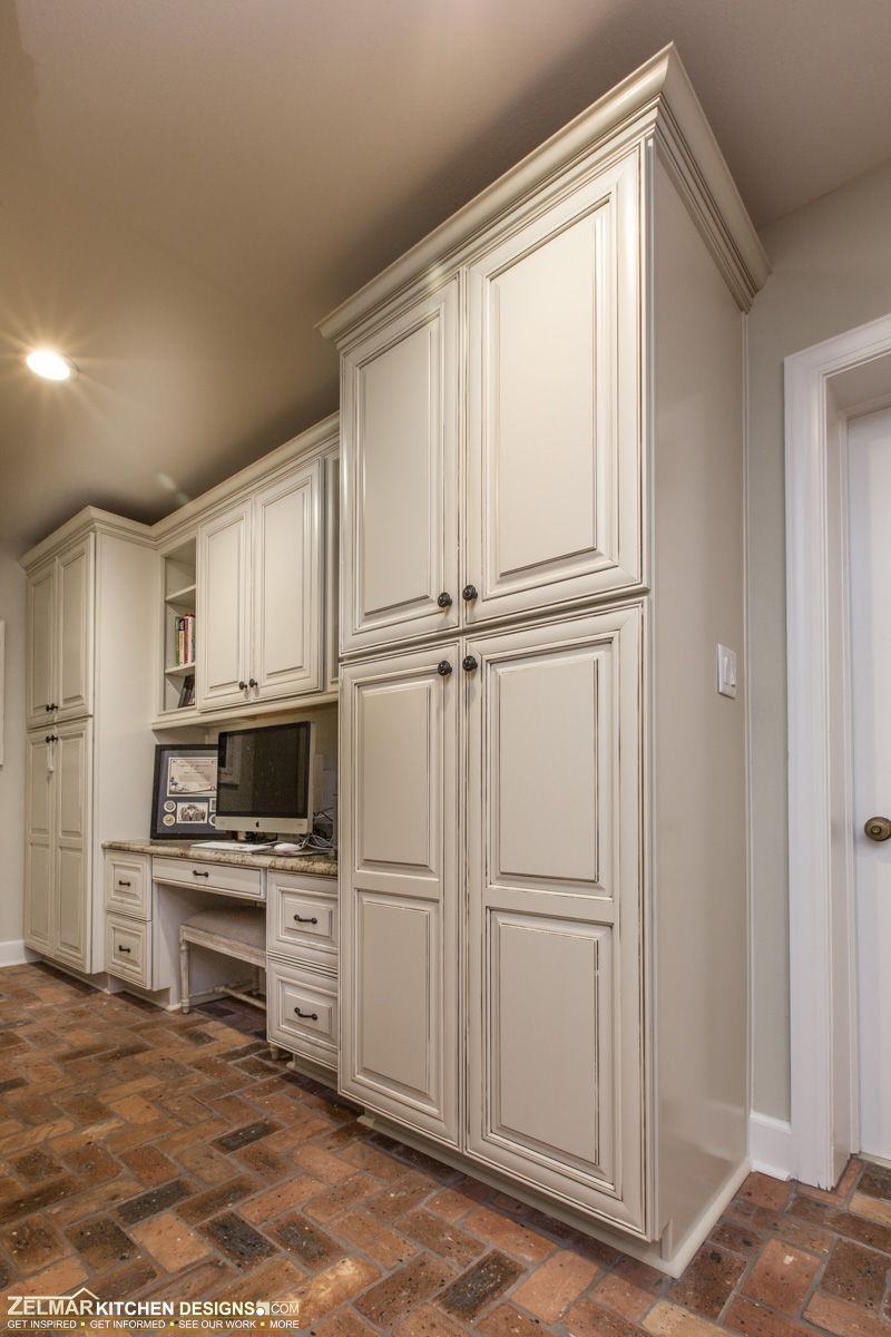 Waypoint cabinets and a custom design by Zelmar Kitchen Designs ...