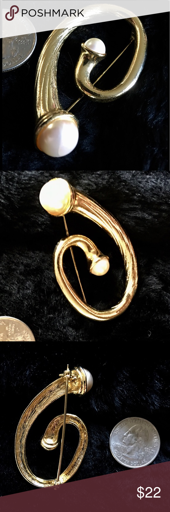 Gold Tone Pearl Brooch Pretty pin with ribbed body And faux pearl accents. Very pretty Jewelry Brooches
