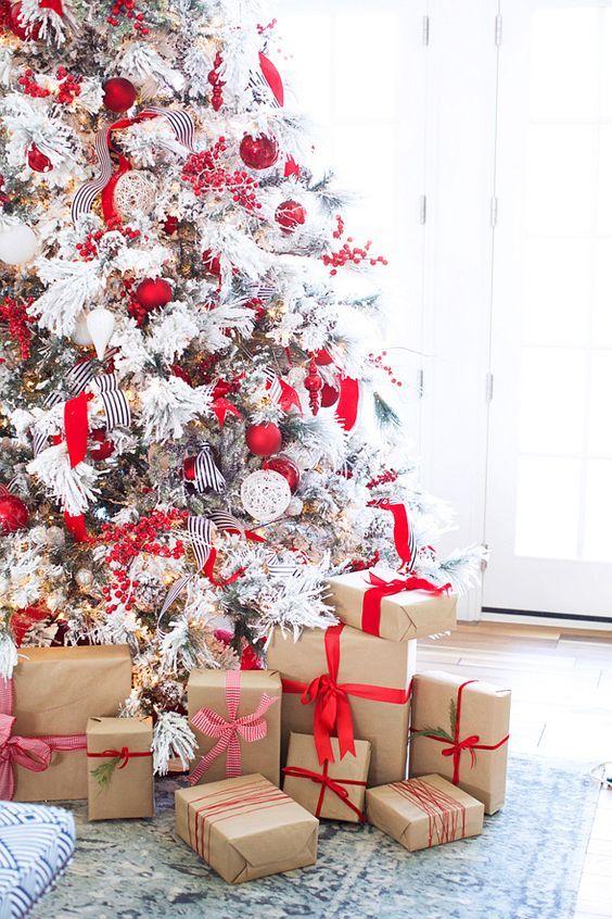 33 Cozy Red And White Christmas Decor Ideas Elochnye Ukrasheniya Krasnoe Rozhdestvo Rozhdestvenskie Kanikuly
