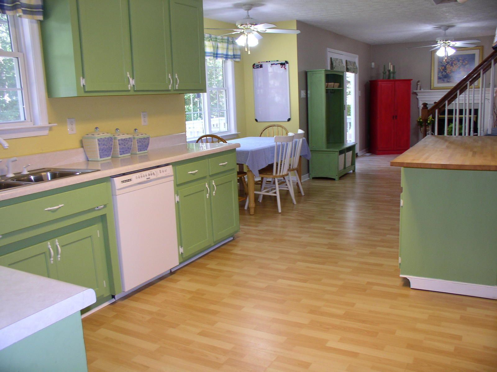 Vintage Queen Anne Kitchen Cabinets Green And Cream Google Search Hidup Sehat