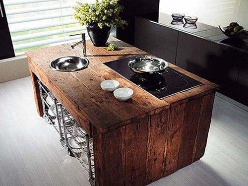 La mesada en madera rustica es el diferencial de esa cocina ...